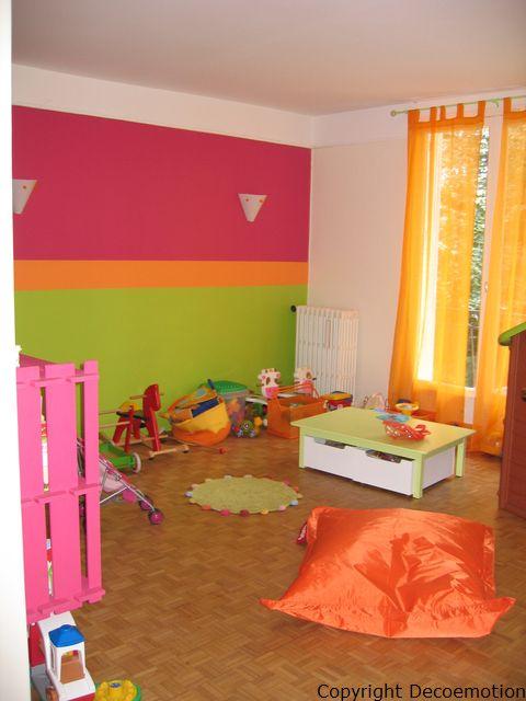 d co salle de jeux violet. Black Bedroom Furniture Sets. Home Design Ideas