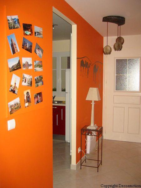 Maison contemporaine touches ethniques blog deco motion - Tableau pour deco couloir ...