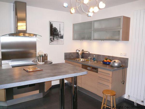Cuisine dans maison des ann es 30 blog deco motion for Cuisine en chene blanchi